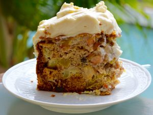 """Healthy"" cake with apple, olive oil and maple icing.."
