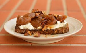 Stewed figs and goat's cheese